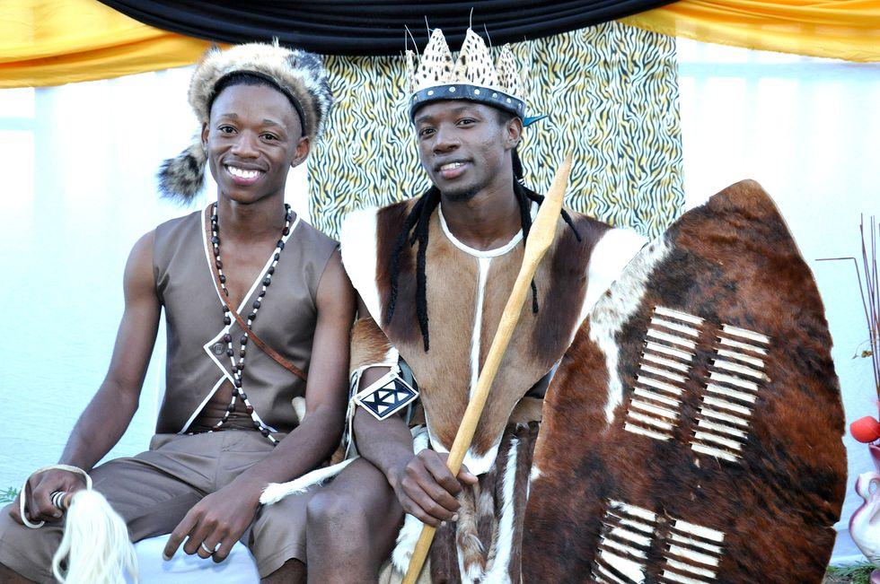 مراسم اولین ازدواج دو همجنس به سبک سنتی در آفریقا