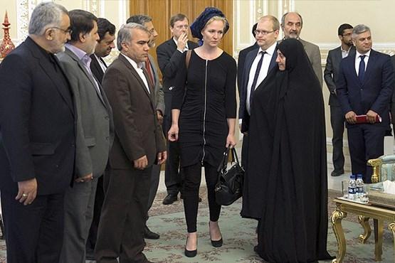 ماریچه اسخاکه نمایندهی پارلمان اروپا در سفر به ایران