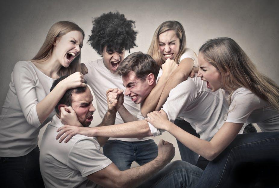 کلیشههای جنسیتی نوجوانان را نسبت به خشونت پذیراتر میکنند