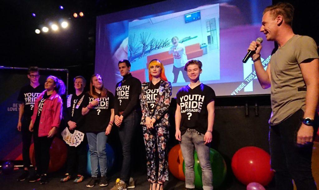 نخستین گروه نوجوانان کوییر در رژهی افتخار قایقها در آمستردام